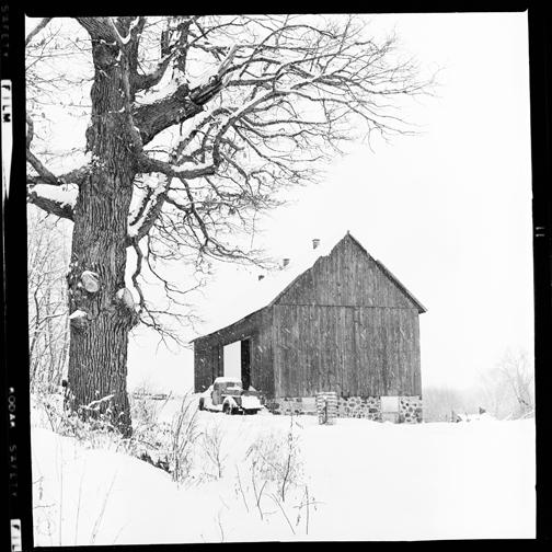 Barn (B/W) (1968)